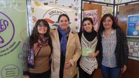 Bienestar Universitario encabezó una campaña de difusión por el día de la Salud de la Mujer
