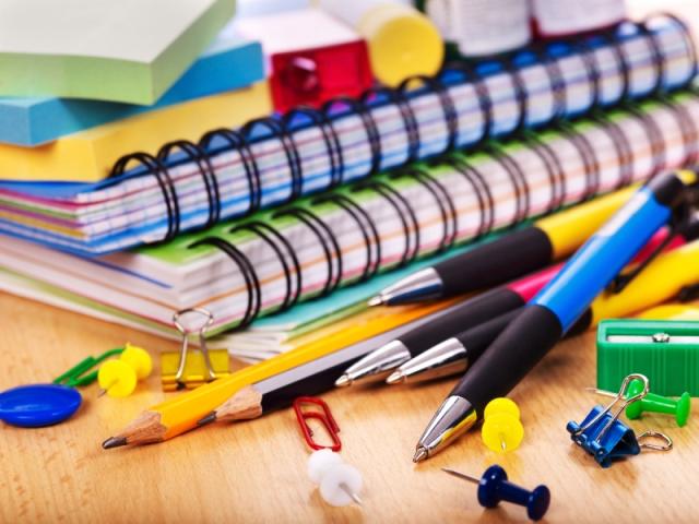 Colecta de útiles escolares en el Comedor Universitario