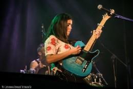 Ana Laura Jezowoicz (guitarra)