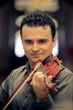 Carmelo De Los Santos - Violinista