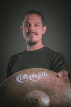 Lucas Lucchetti (batería)