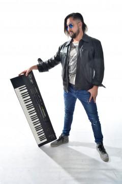Sebastián Scala Caruso (tecladista, guitarrista y director de la propuesta)