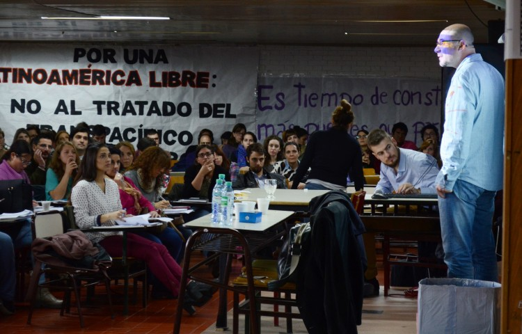 Paul Capriotti expuso sobre comunicación institucional estratégica en la UNCuyo