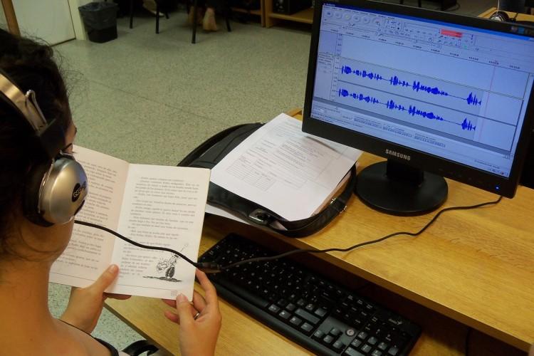 Literatura en formato de audiolibros y braille para bibliotecas escolares