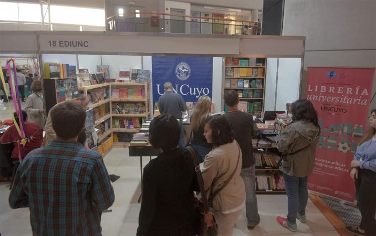 Con nuevos títulos y booktrailers, la Ediunc se suma a la Feria del Libro