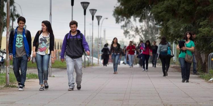 Estudiantes pueden cursar un semestre en el extranjero