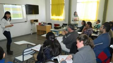Docentes aprenden estrategias para vincular ciencia y sociedad