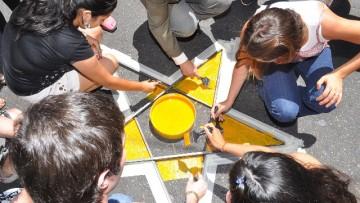 Una estrella amarilla en la avenida Lencinas como símbolo de concientización vial