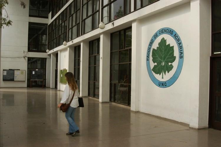 Agrarias concursa cargo docente para Terapéutica Vegetal y Malezas