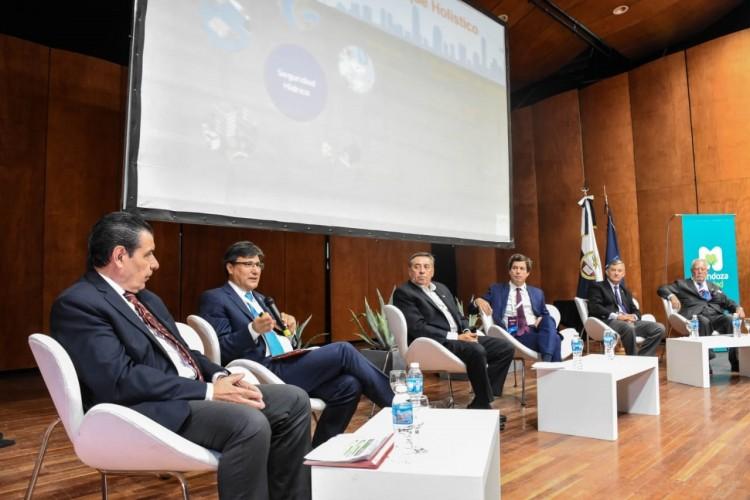 """Pizzi participó de la apertura del II Congreso y Exposición Internacional """"Agua para el futuro"""""""