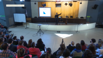 Alberto Rojo vinculó la física y la música en un concierto conversado