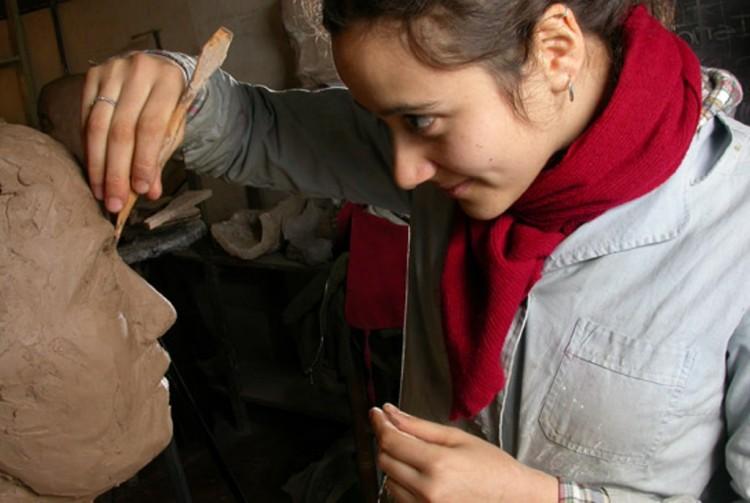 Una muestra reúne esculturas de jóvenes artistas