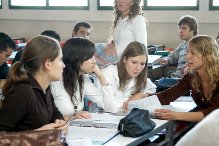 Encuentro de equipos que trabajan trayectorias académicas estudiantiles