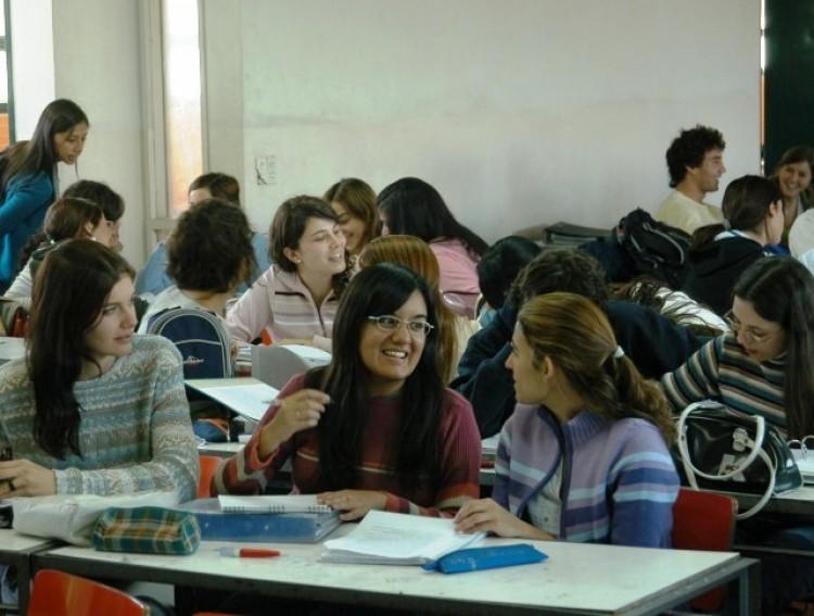 Convocan a estudiantes que quieran ayudar con inscripción a Becas 2014
