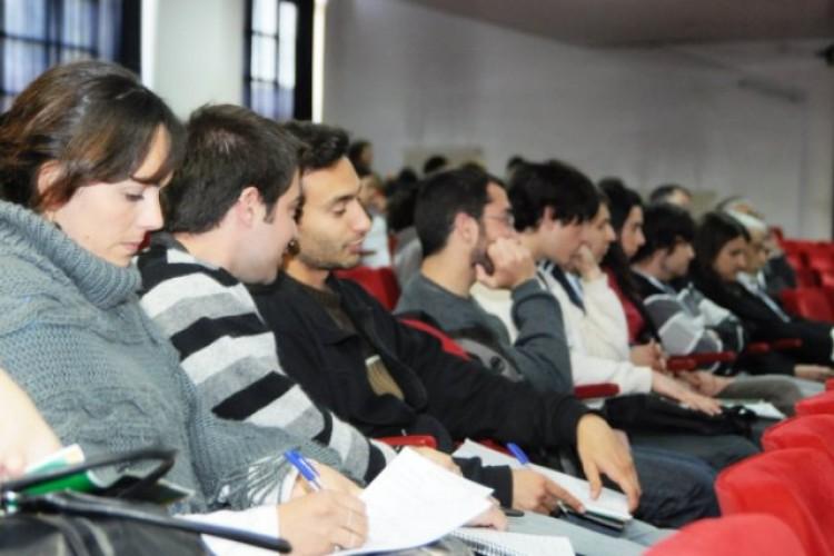 Un semestre en el exterior para alumnos regulares de la Universidad