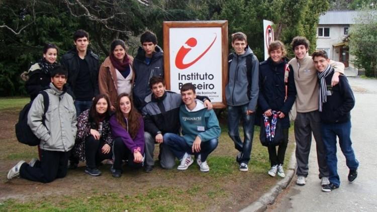 Becan a estudiantes secundarios para visitar el Balseiro
