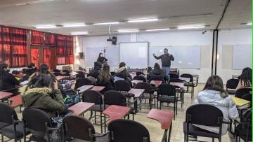 La Facultad de Educación desarrolló su primera clase bimodal simultánea