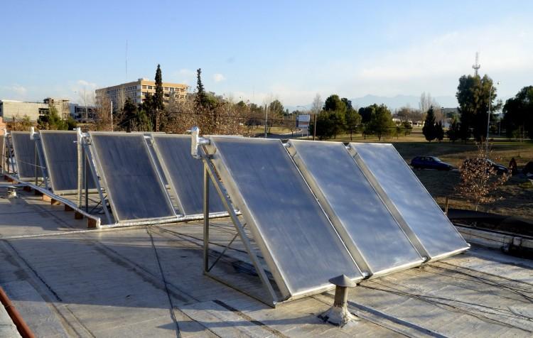 Cómo instalar calefones solares y reparar sistemas sanitarios