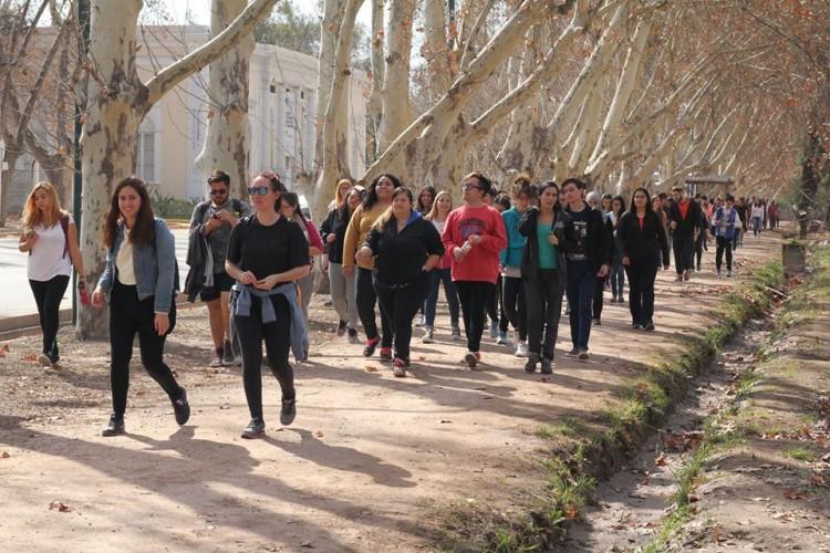 Detectives ambientales: invitan a caminar por el barrio tomando nota del arbolado, residuos y movilidad