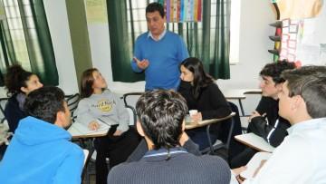 Capacitan a jóvenes para que generen una idea de negocio o empresa