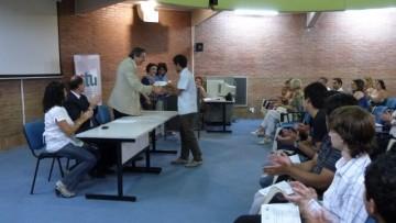 Más de cien estudiantes y egresados recibieron certificados internacionales