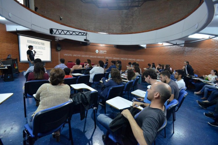 Enseñarán estrategias discursivas orales para la exposición y defensa de ideas