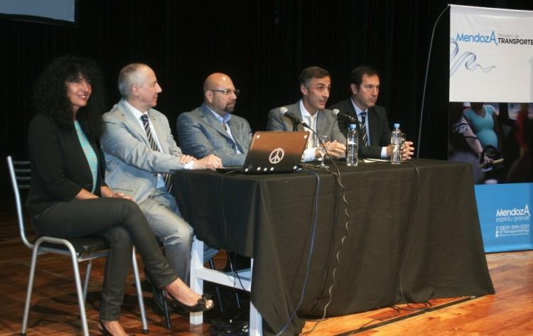 La UNCuyo protagonizó encuentro sobre transporte y seguridad vial