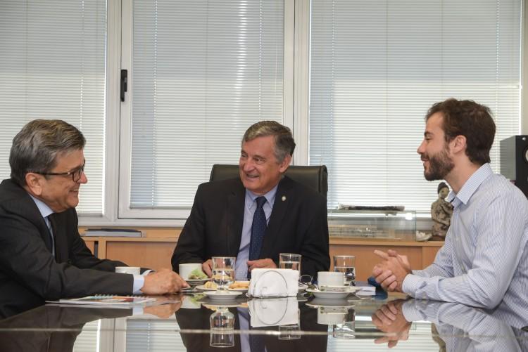Cónsul de Brasil visitó la Universidad