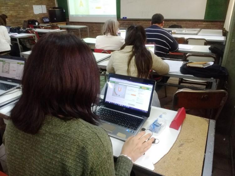 """""""Diseño de ambientes digitales educativos"""", una nueva propuesta de formación docente"""