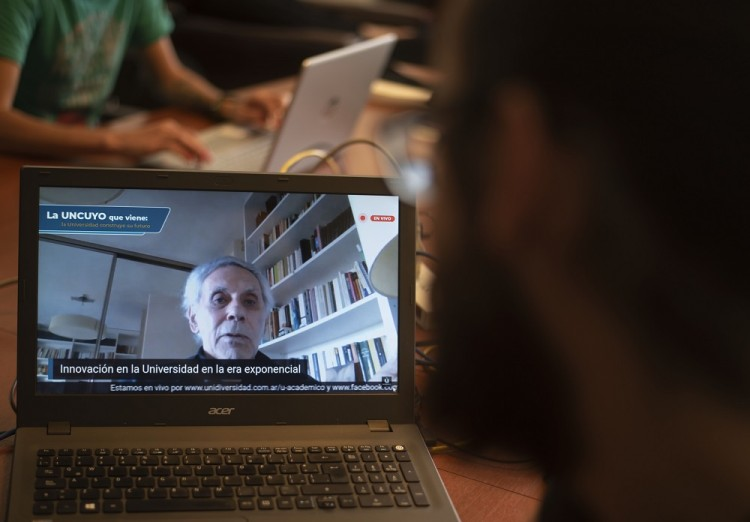 Oscar Oszlak dio una conferencia virtual sobre innovación universitaria en la era exponencial