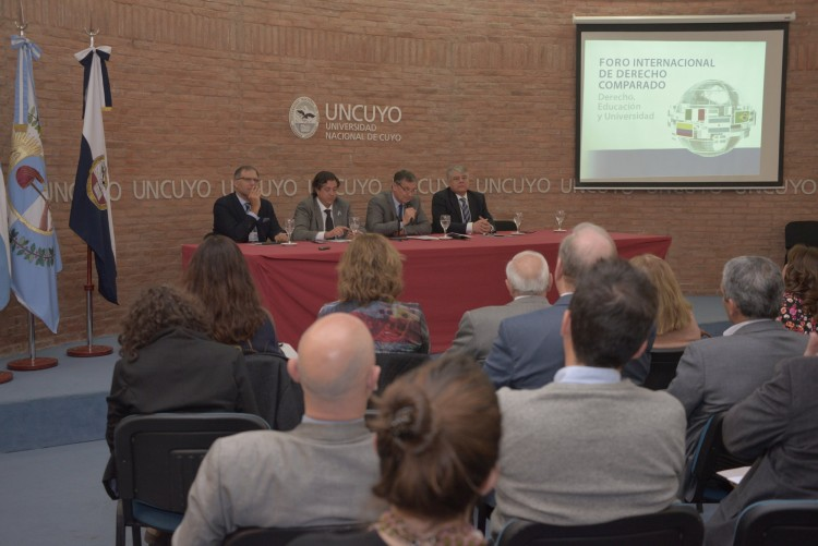 Profesionales del Derecho debaten sobre Educación