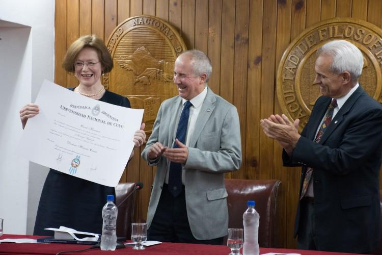 Académica de Oxford recibió Doctor Honoris Causa