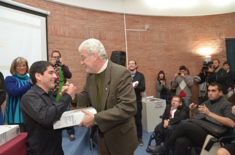 Alumnos con discapacidad recibieron notebooks que facilitarán sus estudios
