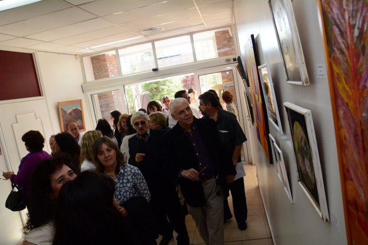 Odontología inauguró un espacio de arte que revaloriza su historia