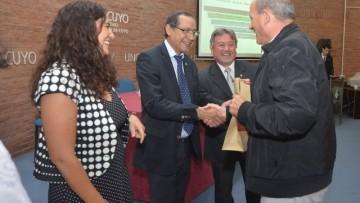 Entregaron 107 becas de estudio de posgrado y posdoctoral a personal de la UNCuyo