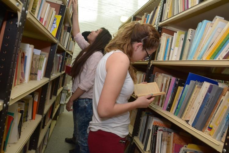 Ofrecen libros para promover la lectura en el verano