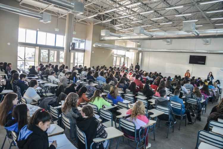 Estudiantes secundarios se formaron para ser tutores