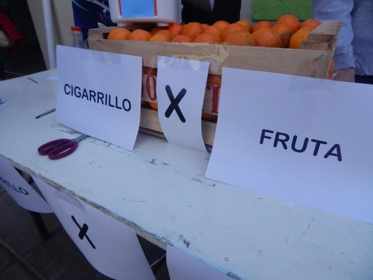 Intercambiaron frutas por cigarrillos para concientizar