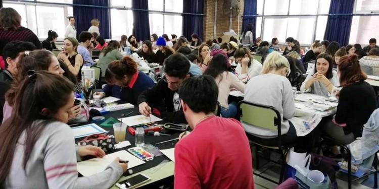 Estudiantes de diseño ejercitaron la creatividad en un taller