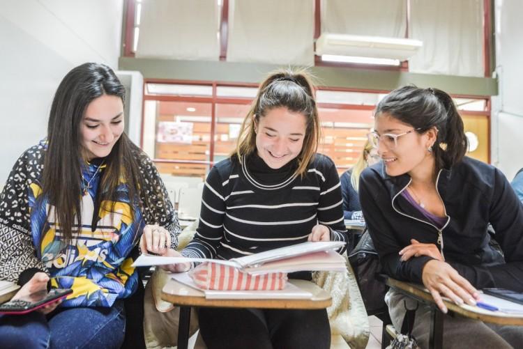 Inscriben para estudiar en la Facultad de Educación