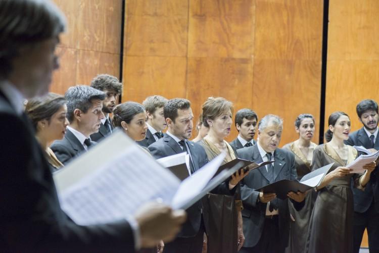 El Coro Universitario festeja sus 52 años con un concierto homenaje