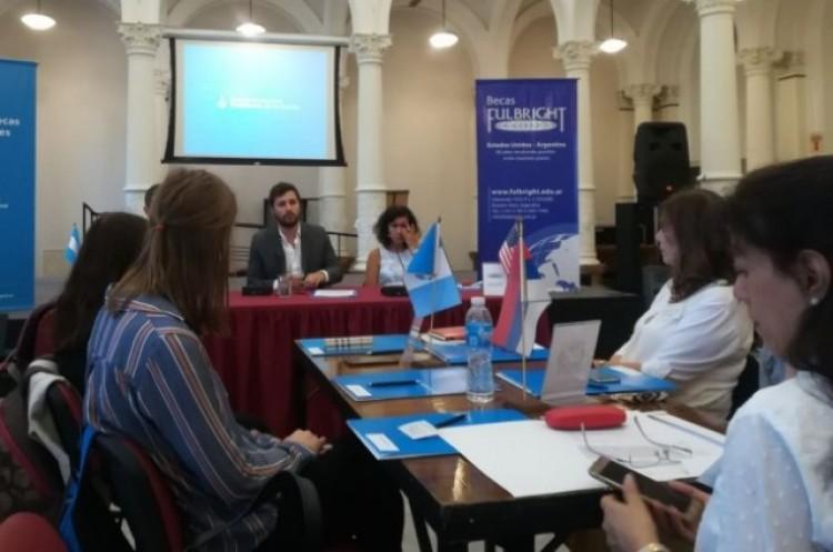 Dos estadounidenses capacitarán en inglés a docentes y estudiantes