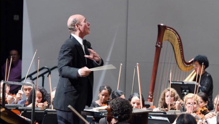 Concierto del Coro Universitario con director cubano