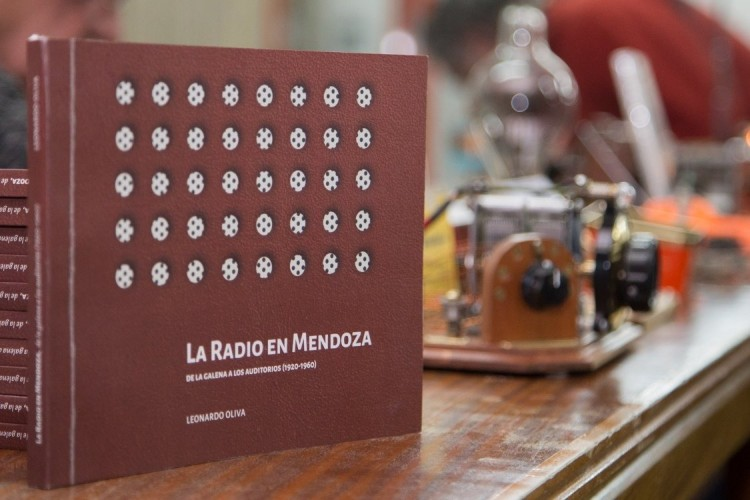 """""""La radio en Mendoza. De la galena a los auditorios"""" se presenta en la Feria del Libro de Buenos Aires"""