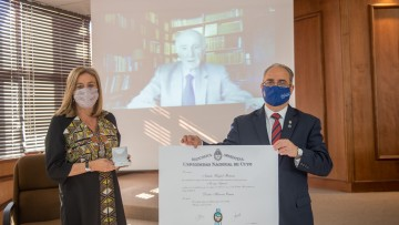Distinguieron con Doctorado Honoris Causa a Natalio Botana