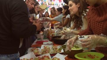 Tradiciones culinarias y culturales extranjeras coparon el Comedor
