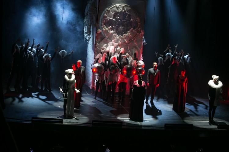 Carmina Burana: una experiencia estética, teatral y coral