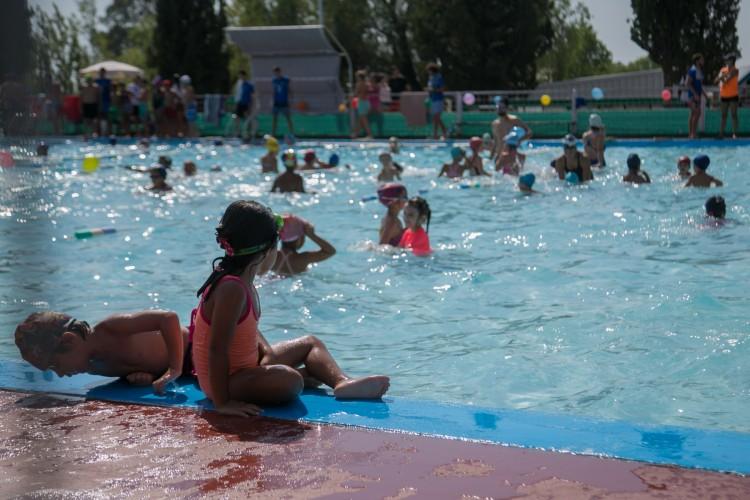 Clásico del verano: nadan en la UNCUYO por una causa solidaria