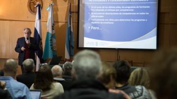 Referente argentino expuso sobre la formación médica en Canadá