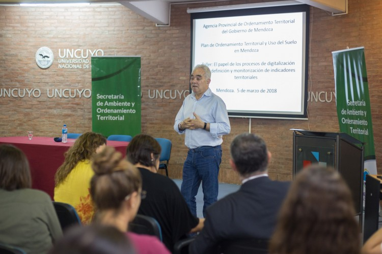 Académico español disertó sobre ordenamiento territorial